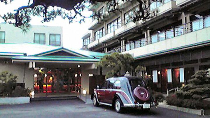 海辺の格調高い旅館にて、事業成功の打ち上げ開始