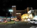 豊田市駅ロータリーから夜のトヨタホテルを望む