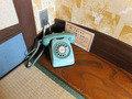 客室の電話はダイヤル式でなつかしい
