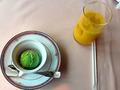 抹茶アイスとオレンジジュース
