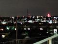 観覧車も見える、駐車場からの夜景
