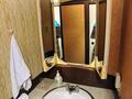 客室洗面台と三面鏡