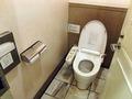 清潔な1階トイレ・扉の意匠にも注意
