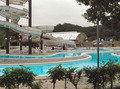 テニスコート、パターゴルフ場、流水プール