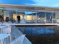 オープンテラスと水盤のウェディング
