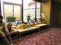 ミニ日本庭園と茶店風ベンチ