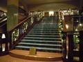 ロビー横の階段では・・・