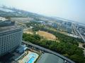 ホテル本館からみた南館とプールです。