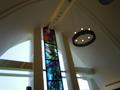 祭壇上にもろうそくの灯かりがきれいです。