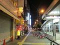 ホテル前の路地の様子(夜)