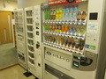 1F休憩室の自販機の様子