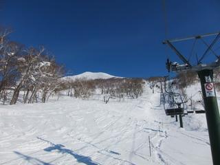 宿から最寄の巨大スキー場の様子