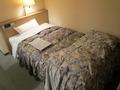 部屋のベッドの様子