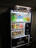 エレベータホールにある自販機の様子