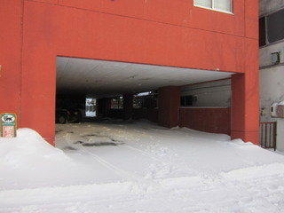 ガレージ駐車場入口の様子