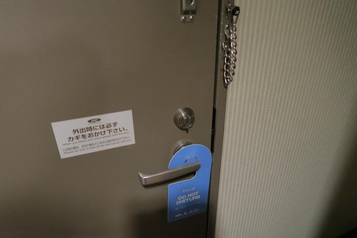 部屋のドアの様子
