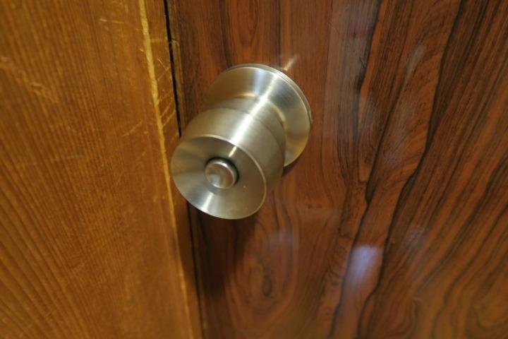 部屋ドアの鍵の様子