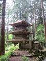 周辺にある光前寺三重塔の様子