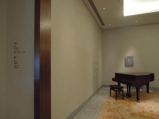 ホール「葵」に入る前の踊り場 その2