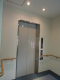 客室フロアのエレベータ