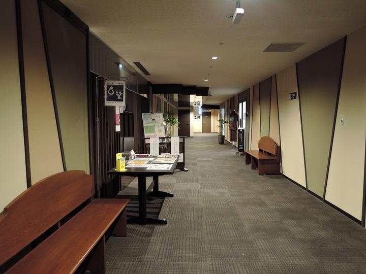 レストランフロアの廊下