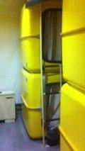 黄色のカプセル