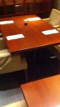 食事会場のテーブル