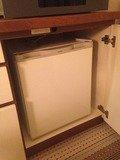 棚の中の冷蔵庫