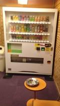 喫煙室内の自販機