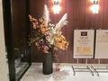 エレベータ前のお花