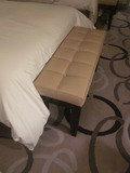 ベッドの足元