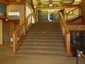 ロビーからエレベータに繋がる階段
