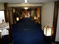 受付から部屋への渡り廊下