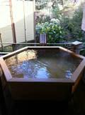 貸切露天風呂「星」の浴槽