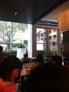 雰囲気の良いレストランで朝食バイキング