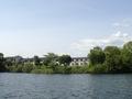 桧原湖からのぞむ桧原湖畔ホテル