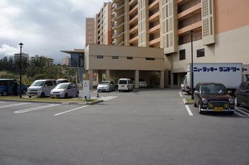 ホテルの裏の駐車場2