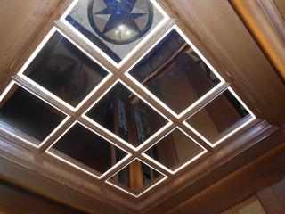 エレベーターの天井