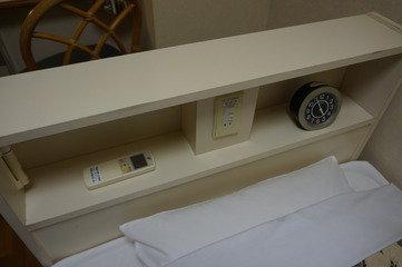 ベッドの時計やコンセント