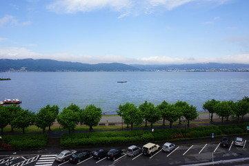 部屋からの諏訪湖の景色2