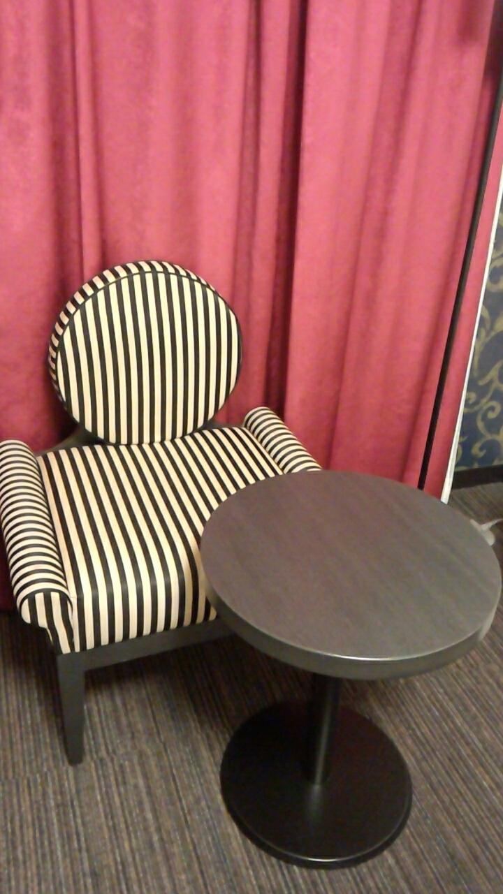 椅子と一人掛けソファー