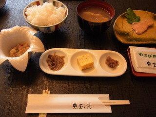 朝食。これの他にタジン鍋料理、ビュッフェが付きます!