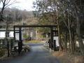 帰り道から門を見たところ