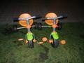 庭園にある三輪車