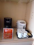 湯沸かし器とコーヒーメーカー