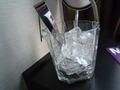 氷はこのグラスに入れることができます