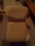 お部屋の椅子です