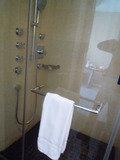 シャワーブースは別にあります