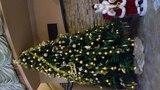 ホテルのロビーにあるクリスマスツリー