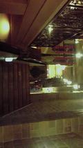 内装が洋風で傾斜を用いて建築されたホテル